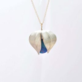 collier physalis bleu
