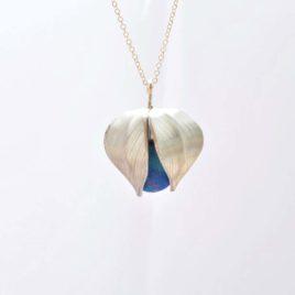 collier physalis bleu